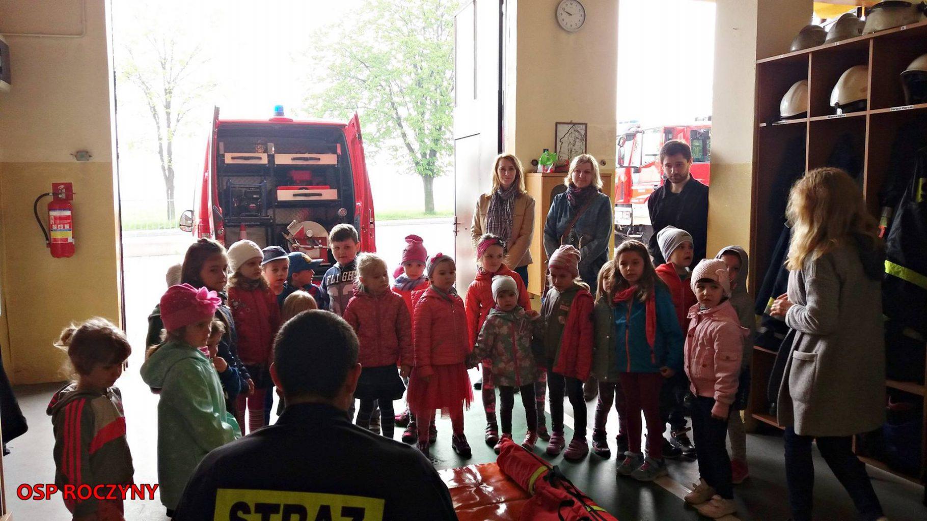 Wizyta przedszkolaków w remizie OSP Roczyny.