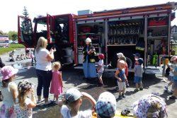 Pokazy sprzętu dla dzieci z przedszkola w Andrychowie